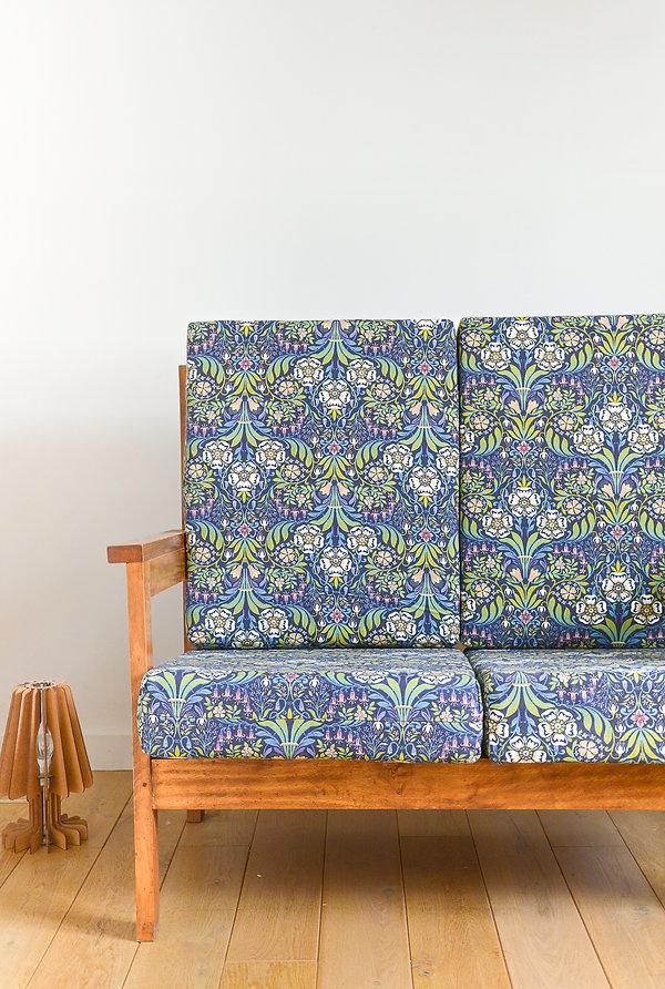 Petit canapé en bois