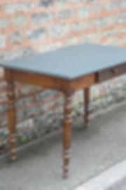 Petite table de salon ancienne
