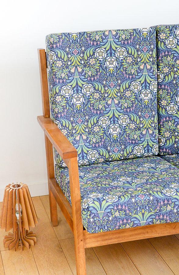 Petit canapé vintage en bois