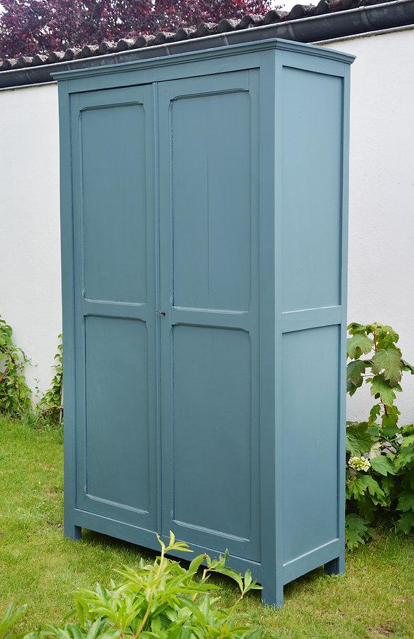 Armoire parisienne bleue