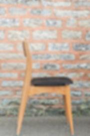 Chaise en skaï noir