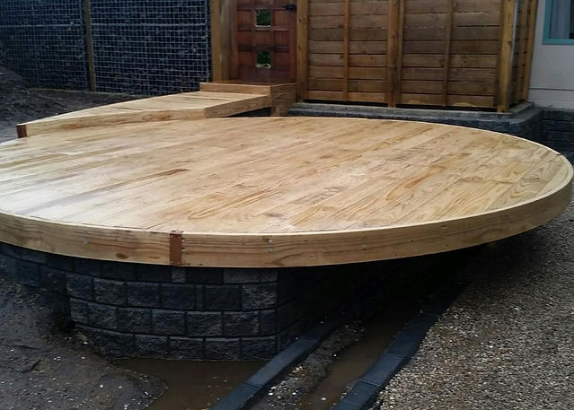 Cantilevered circular deck.jpg