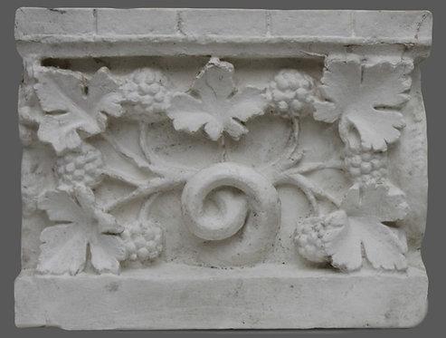 Feuillage décorant la base supportant la statue du Beau-Dieu