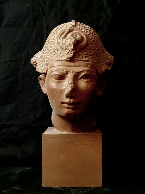 Tête royale coiffée du kepresh à coquilles | Musée du Louvre