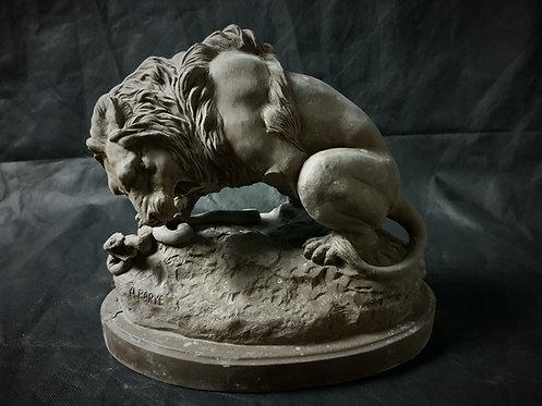 Lion terrassant un serpent | par Barye