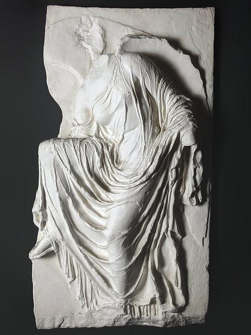 Victoire détachant sa sandale | Temple d'Athéna | Musée de l'Acropole