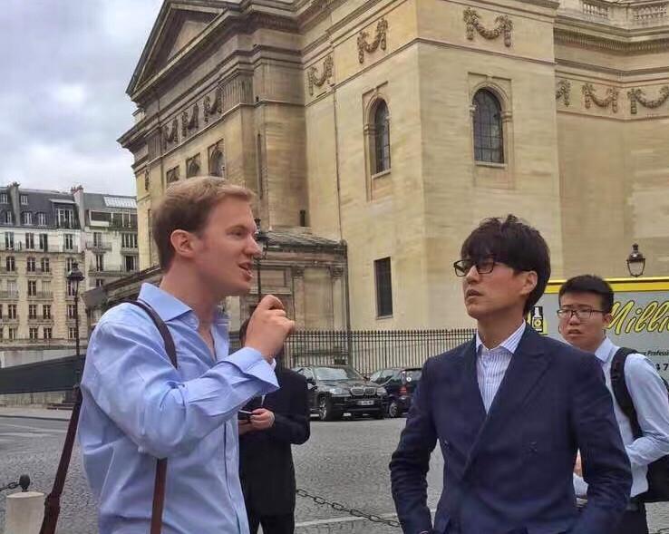 为靳东先生介绍巴黎