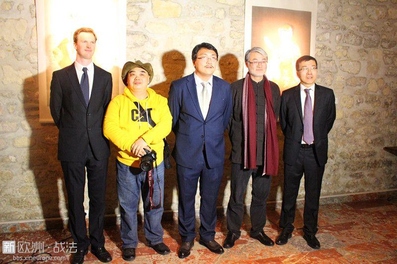 主持巴黎艺术画廊的中国画家展览
