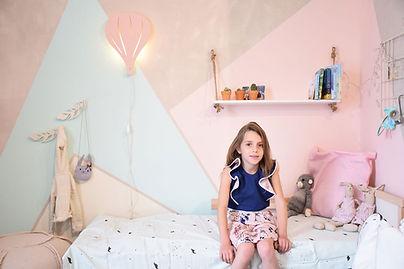 עיצוב חדר ילדים משולשים צבעוניים