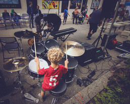 Long & McQuade Instrument Demo Zone, Vivian Lane