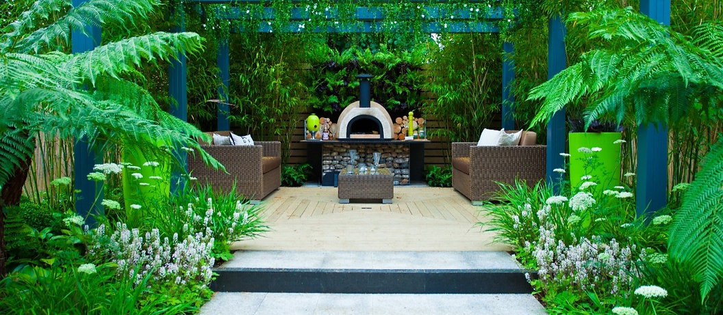Bespoke landscape design with dining area and pergola