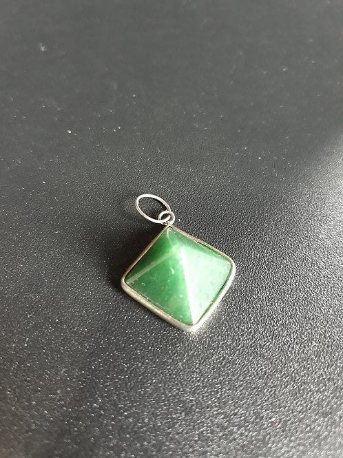 Pingente de Quartzo verde lapidação pirâmide