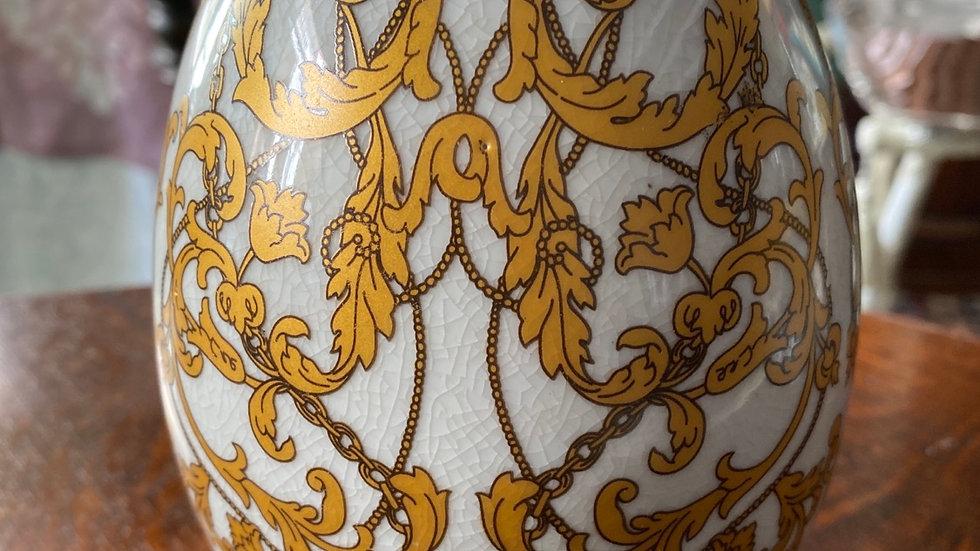 Uovo in ceramica  medio oro con piedini  ottone