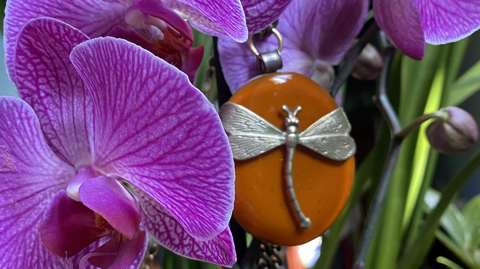 Collana con ciondolo ovale in vetro fuso di Murano caramello