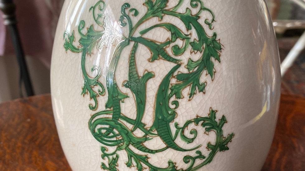 Uovo  in ceramica  decoro verde