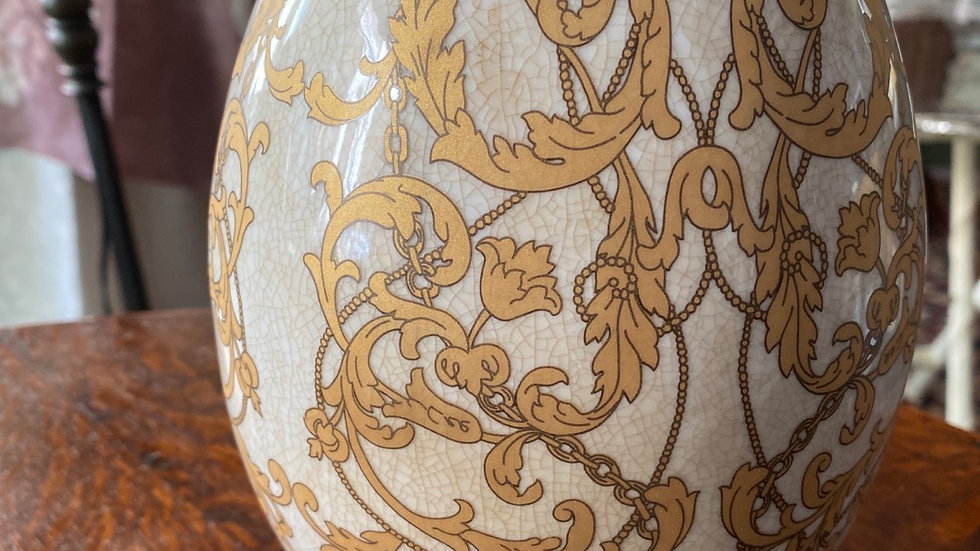 Uovo in ceramica  grande oro  con piedini in ottone
