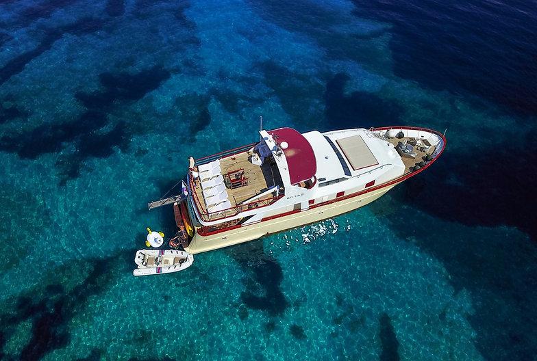 Motor_yacht_Korab_1_edited.jpg