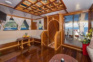 Motor_yacht_Korab_24.jpg