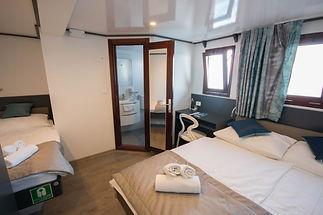 LUPUS MARE_triple cabin 2.jpg