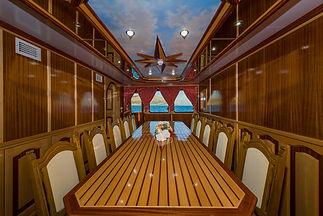 Motor_yacht_Korab_28.jpg