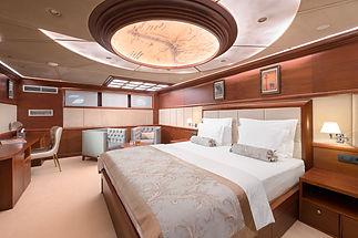 LG Aft Master Cabin (4).jpg