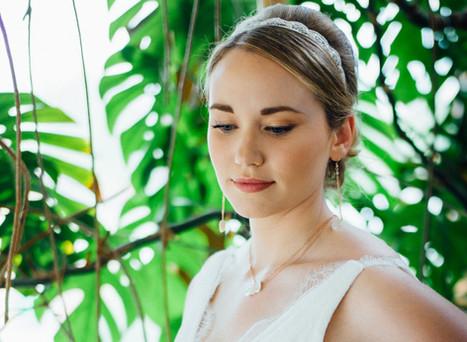 Maquilleuse professionnelle spécialiste du maquillage de mariée