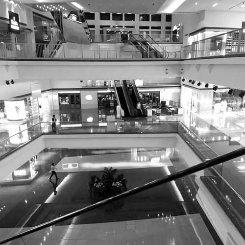 # 6 點後香港 \ 又一城