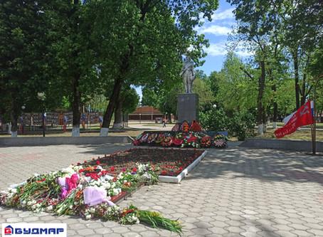 В честь Дня Победы возложили венок и цветы к мемориалу «Вечный огонь»