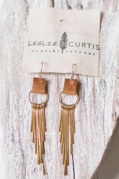 Leslie Curtis - Coco Earrings in Distressed Brown