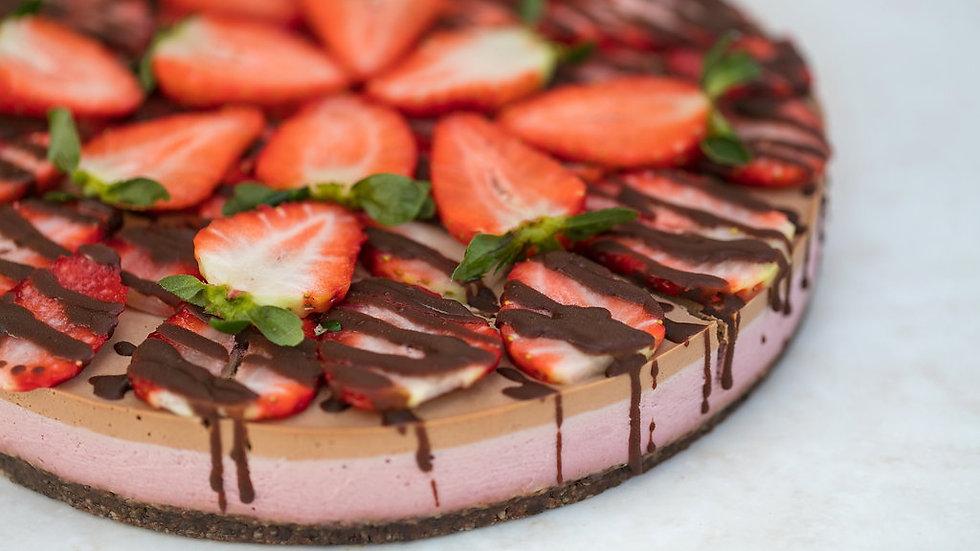 Gâteau cru au chocolat et à la fraise