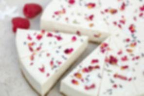 RAW Gâteau cru à la noix de coco et à la rose