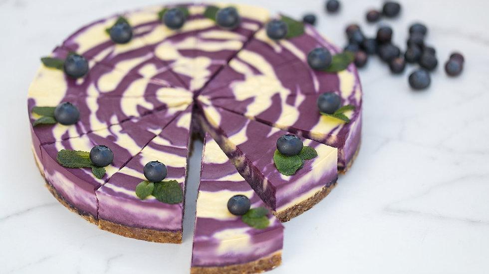 Gâteau cru à la mangue et à la myrtille