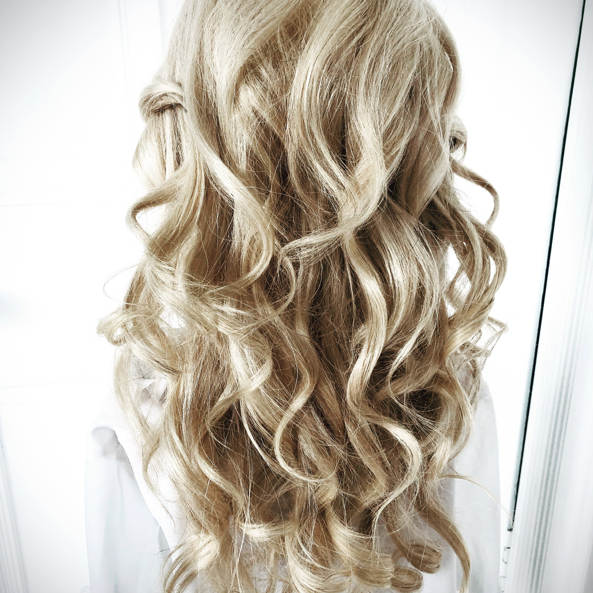 soft wavy bridal hairstyle