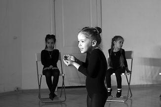 выступления на сцене, детский театр, театральная студия для детей, актерское мастерство для детей, дети на сцене, развитие ребенка, куда отдать ребенка, детские секции, детские студии, дети на сцене