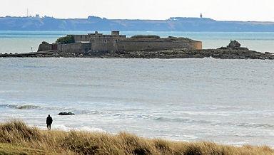 le-fort-de-keragan-dit-fort-bloque-a-ploemeur-etait-en_4797299_676x383p.jpg