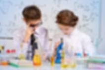 Niños haciendo ciencia