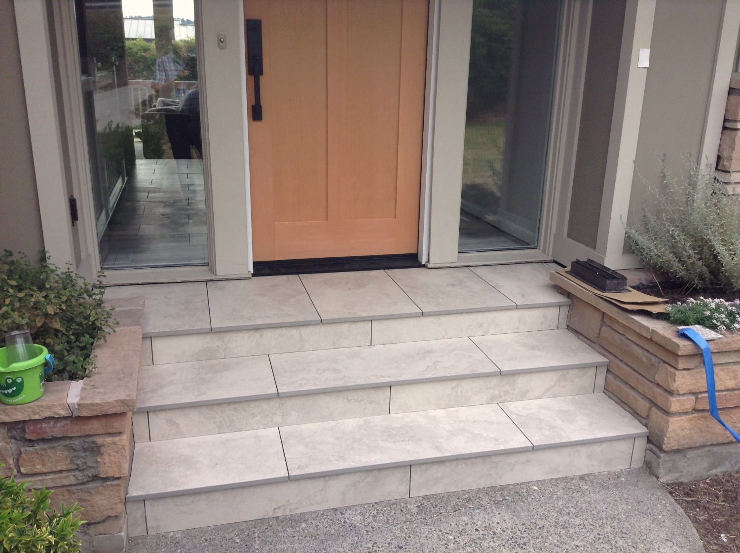 Porcelain tile stairs outdoor entry