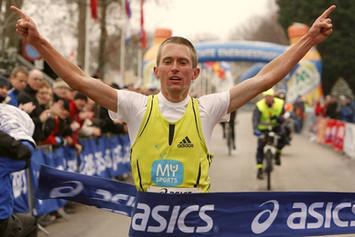 Hugo van den Broek winning race