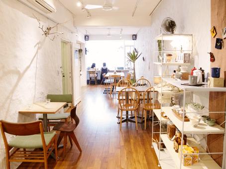 迷你咖啡店設計本事:狹長明亮的自在空間