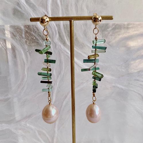 VINCA Earrings - Baroque Peach Pearl