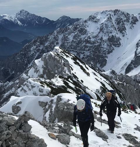 Vesna in Boris prihajata na vrh