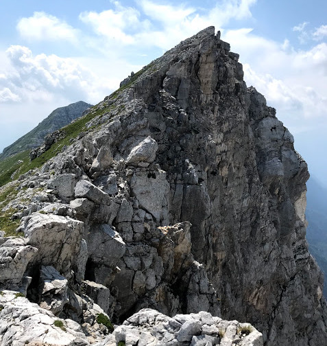 Stolpi čakajo, da padejo v dolino :)