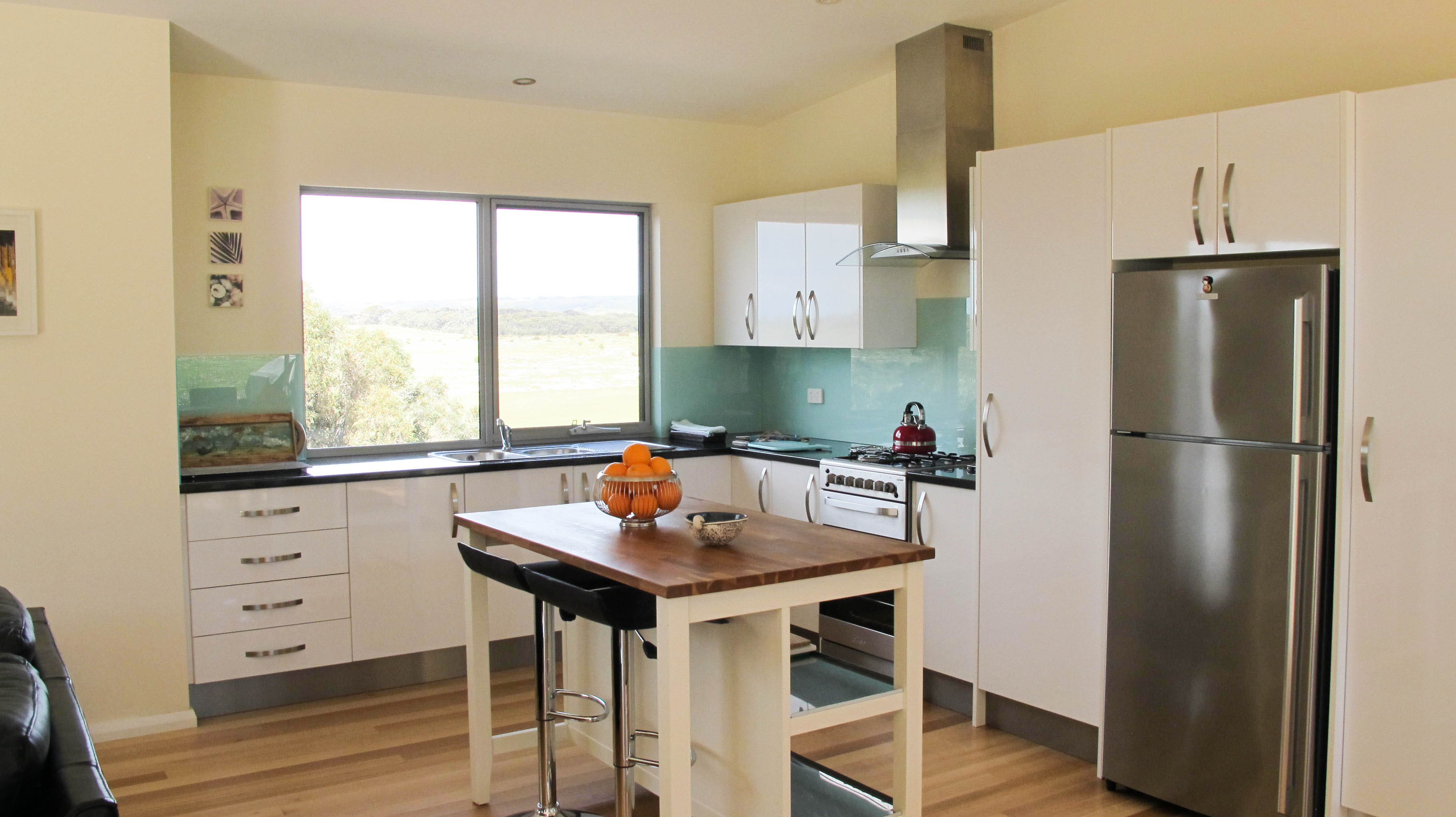emu bay accommodation kitchen