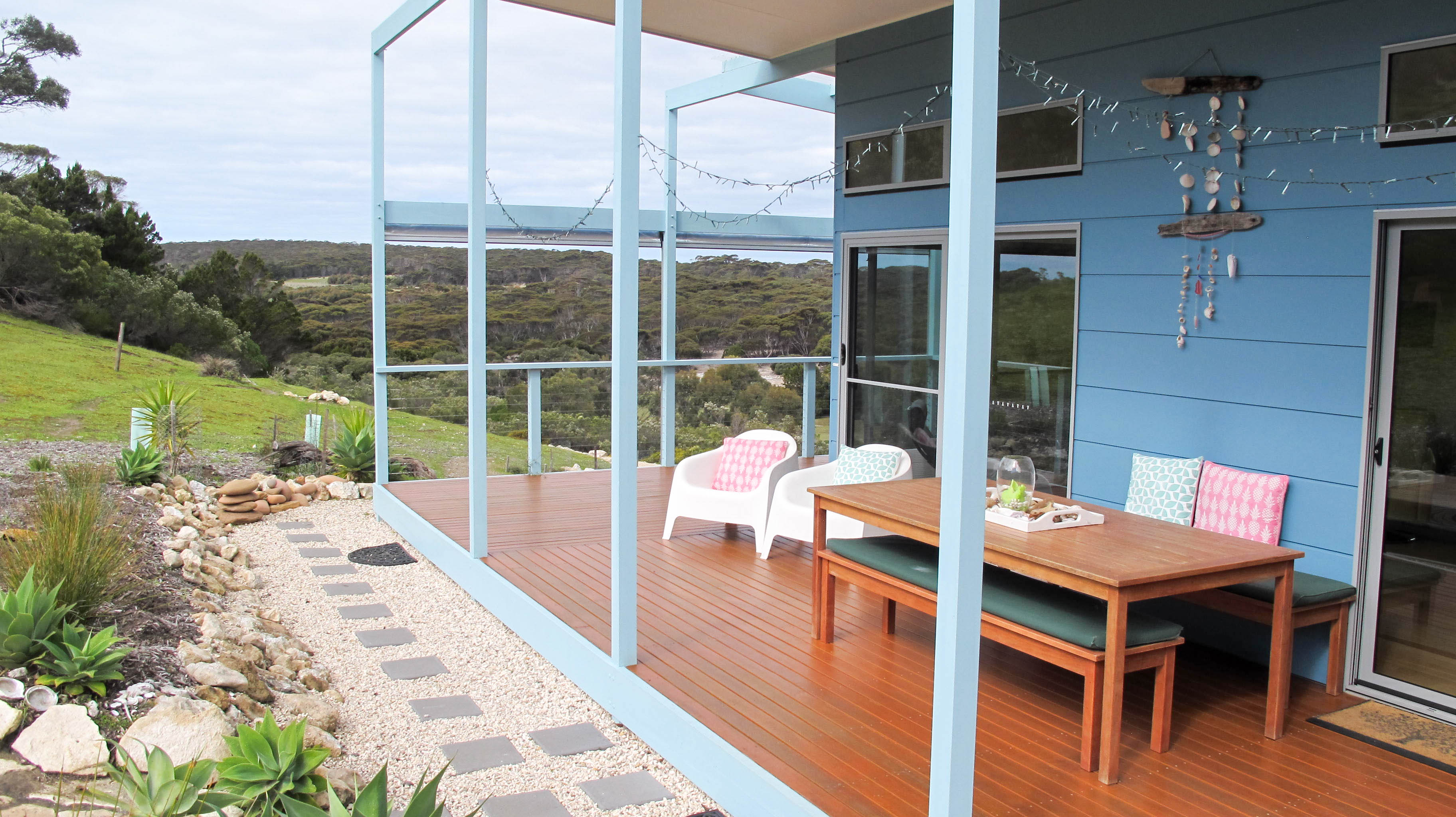 emu bay accommodation decking