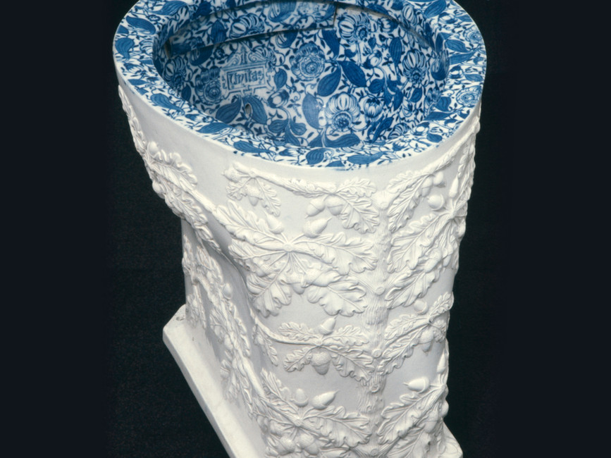 Stand-alone pedestal toilets