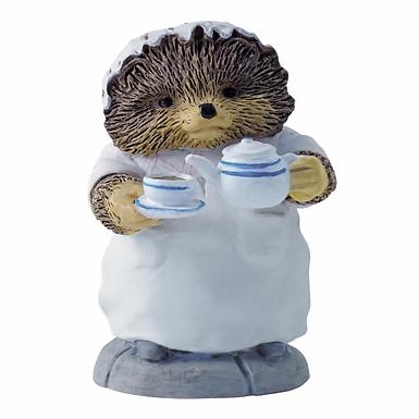 Beatrix Potter, Mrs Tiggy-Winkle Pouring Tea, Mini Figure