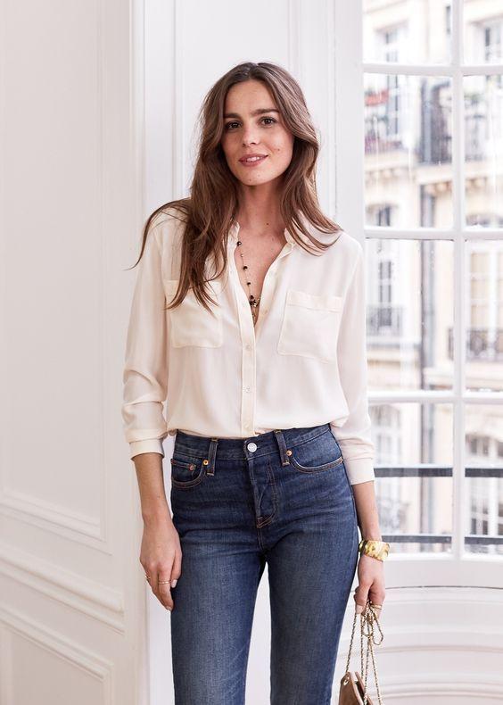 weisse Bluse mit engen Jeans