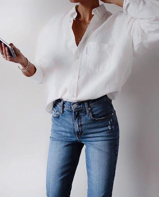 weisse Bluse und Jeans