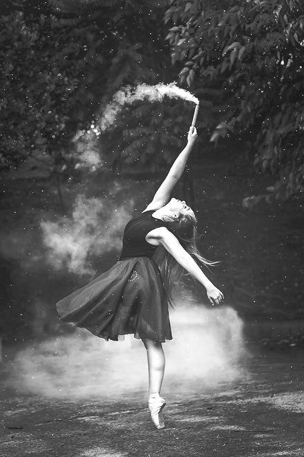 balance-ballerina-ballet-dancer-1886694_edited_edited_edited.jpg