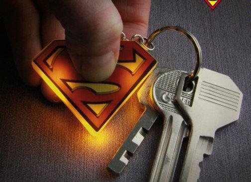 Porte-clés lumineux logo Superman